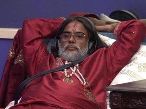 Former Big Boss Contestant Om Swami Beaten up Badly in Public 1
